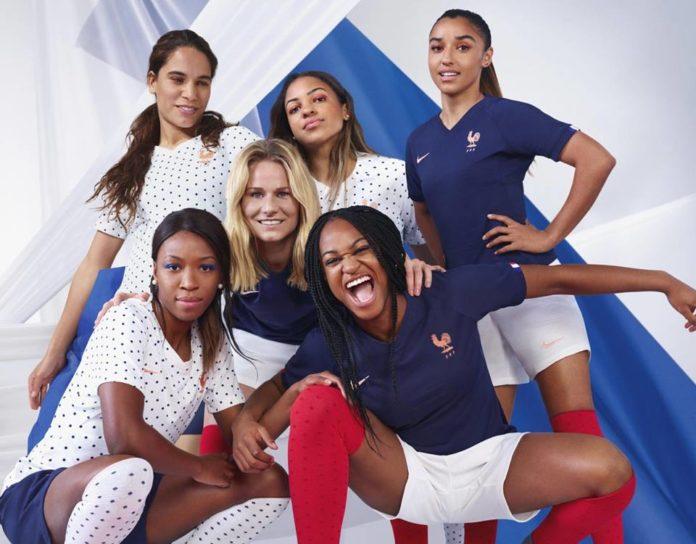 Equipe football féminine de France dans son nouveau maillot
