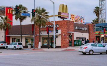 Un restaurant McDonald's à Ensenada , près de Mexico