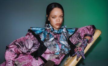 Rihanna posant pour sa marque Fenty