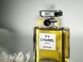 Parfum Chanel, ntreprise française productrice de haute couture, ainsi que de prêt-à-porter, accessoires, parfums et divers produits de luxe.